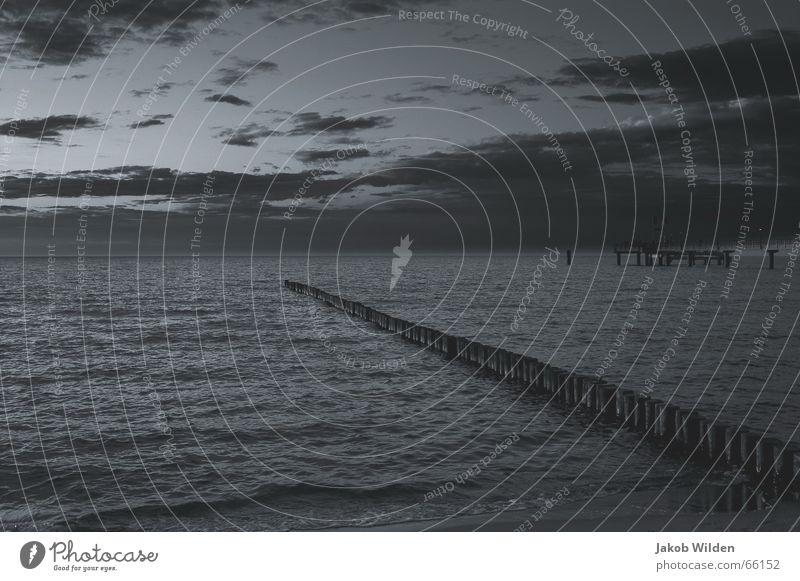 o.t. kalt ruhig See Ferien & Urlaub & Reisen Freizeit & Hobby Meer Horizont Wolken dunkel Einsamkeit Abend Müdigkeit Ferne dramatisch Himmel ausklang