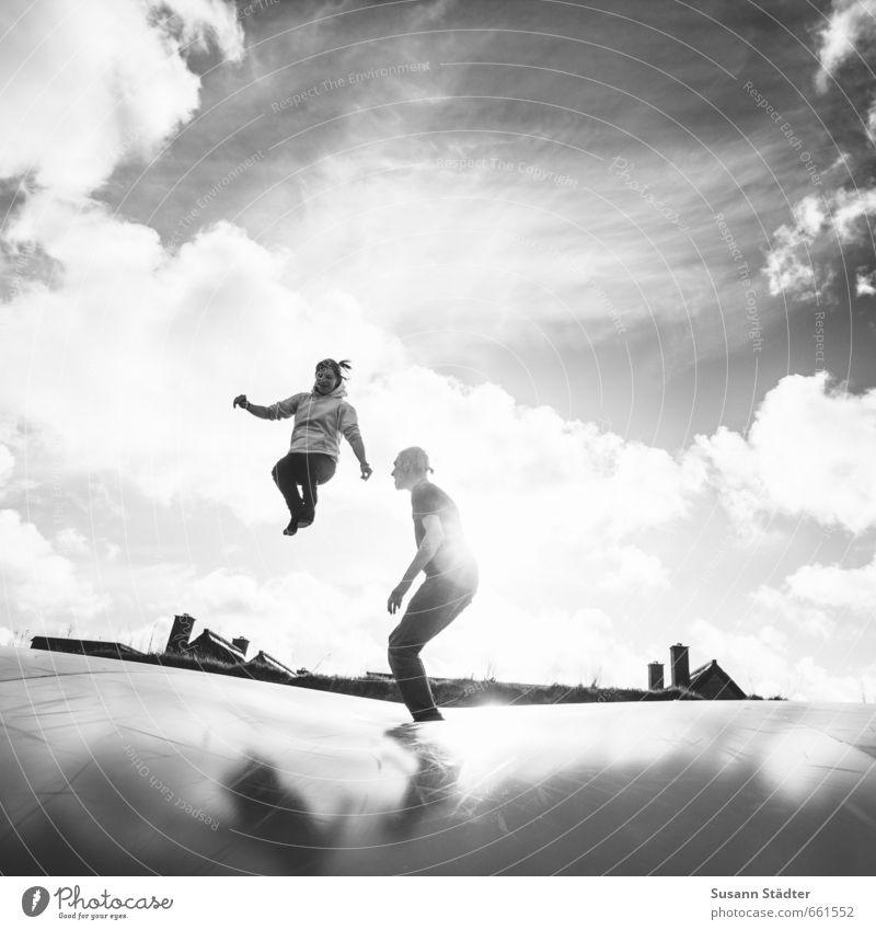 Rømø | higher than danish rooftops Mensch Jugendliche Sonne Junge Frau Junger Mann Spielen Freiheit außergewöhnlich springen Paar Freizeit & Hobby Zufriedenheit