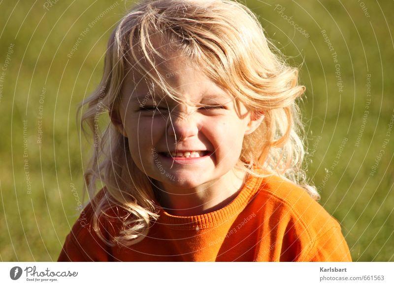 Endlich Sonne! Mensch Kind Natur Ferien & Urlaub & Reisen Sommer Mädchen Freude Gefühle Wiese Bewegung Frühling Haare & Frisuren Gesundheit Kopf blond Kindheit