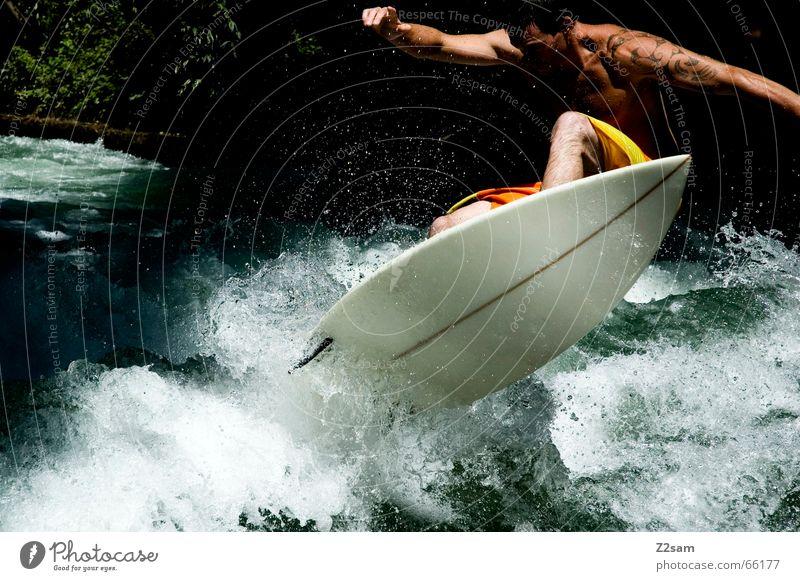 Citysurfer V Mensch Mann Wasser grün Winter Sport kalt Stil Zufriedenheit Wellen Wassertropfen nass modern Elektrizität Coolness Körperhaltung