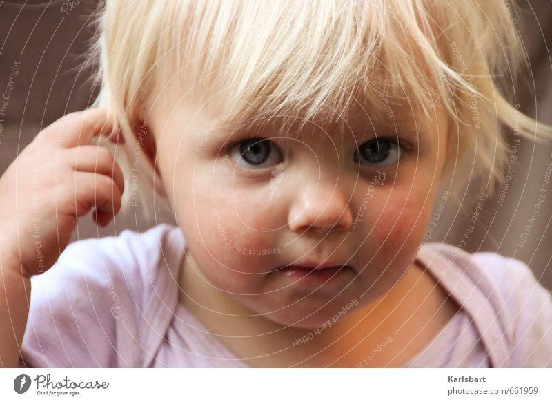Lotte Löckchen Mensch Kind schön Sommer Mädchen Auge feminin Frühling natürlich Kopf Familie & Verwandtschaft blond Kindheit niedlich lernen Freundlichkeit