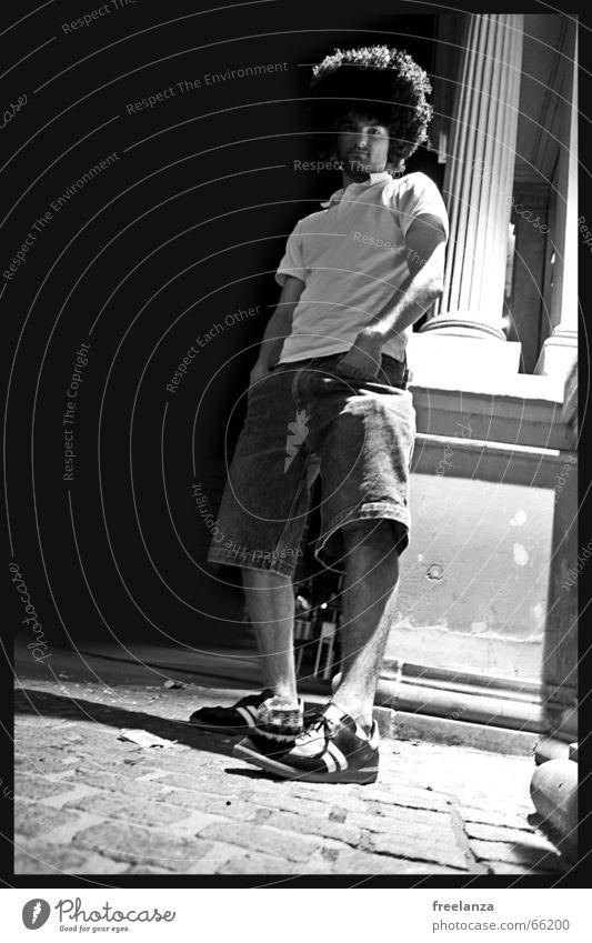 Struwwelpeter Hose Mann Haus Schuhe schwarz weiß Mensch T-Shirt Arme Beine Locken Haare & Frisuren Hacky Sack