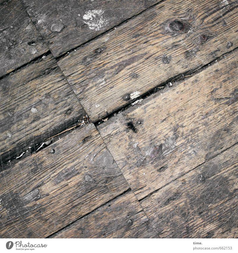 STUDIO TOUR | besenrein Häusliches Leben Renovieren Dachboden Holzfußboden Dielenboden Furche Linie alt authentisch dreckig historisch kaputt rebellisch trashig