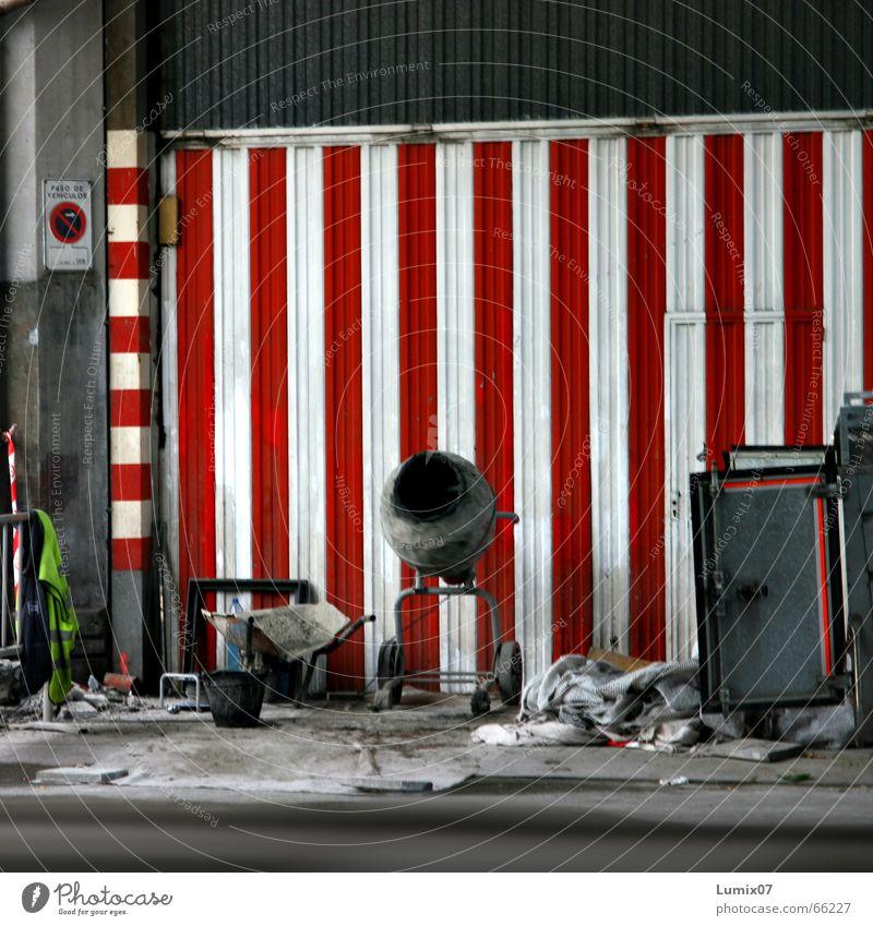 """Baustelle of the """"Funky Maurers"""" weiß rot Arbeit & Erwerbstätigkeit Baustelle Müll Streifen Spanien vertikal Halteverbot Mischmaschine"""