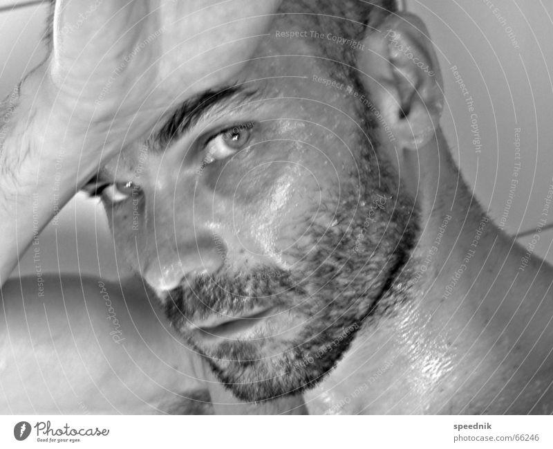 Hairy Thing Mann Hand weiß Gesicht schwarz Auge Kopf maskulin nass Ohr Bart feucht Selbstportrait Schwarzweißfoto Augenbraue attraktiv