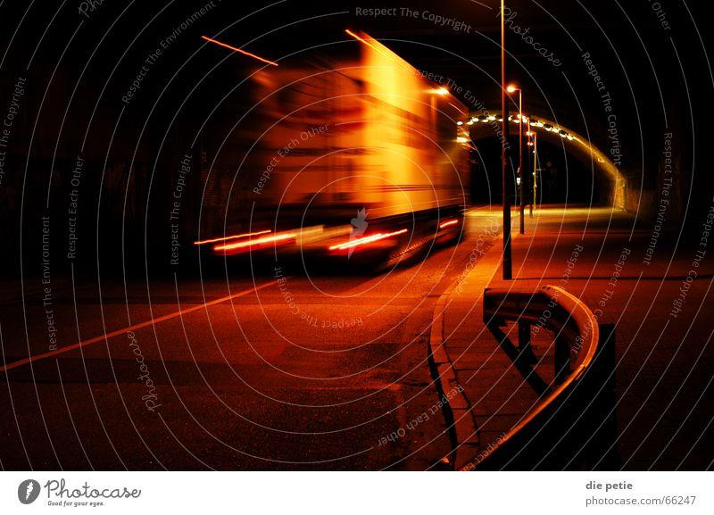 nachts im diebsteichtunnel Eisenbahn Lastwagen Tunnel Ampel wegfahren Lichtstreifen