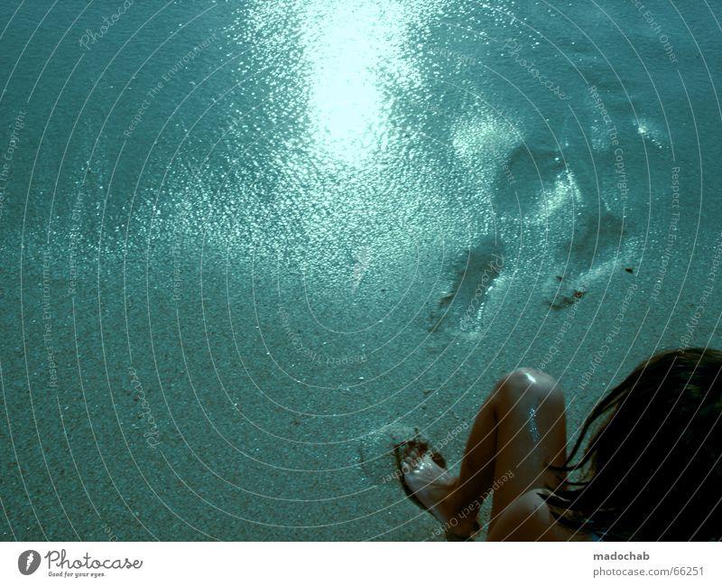 VENUS BEACH   farben colours strand mädchen girl blue grafik blau Sonne Sommer Freude Strand Ferien & Urlaub & Reisen Farbe nackt Gefühle Sand Beine Fuß Freizeit & Hobby warten Ausflug nass