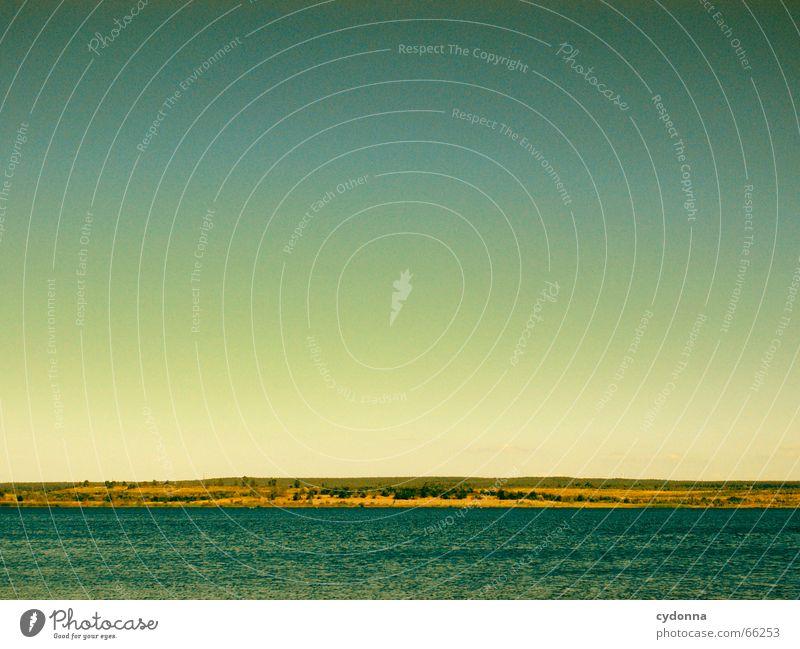 Nah am Wasser gebaut ... See Sommer parallel Ferne Baggersee minimalistisch Himmel Sonne Klarheit Amerika Ausflug Natur