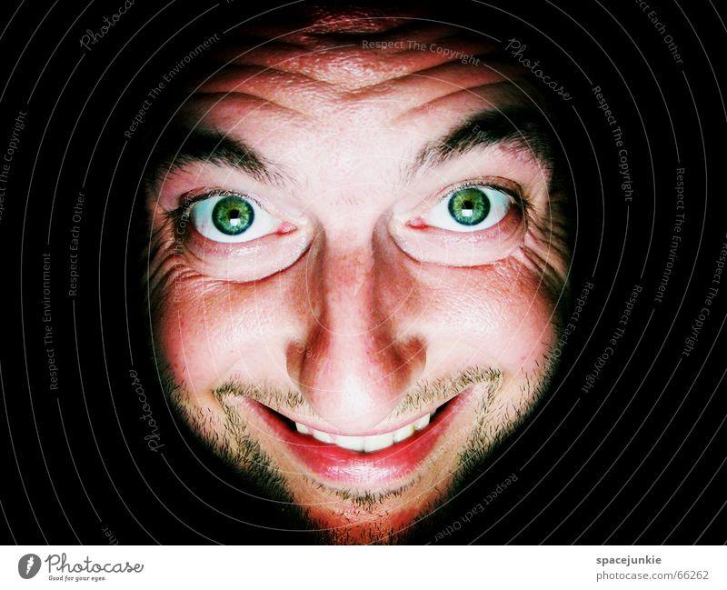 Die Hitze macht mich irre! Physik Mann Porträt verrückt Freak dunkel schwarz grün Wärme Gesicht grinsen Auge Mund Mensch Blick