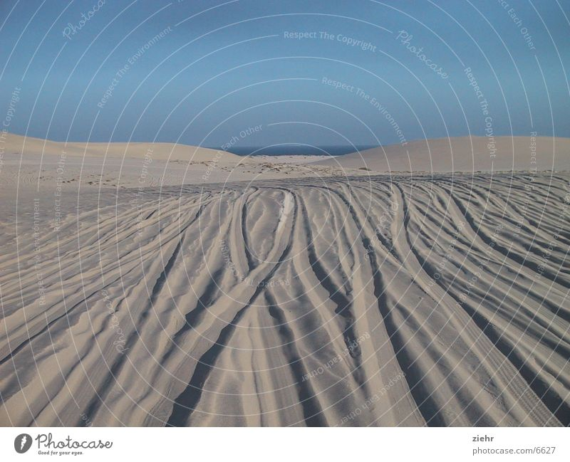 Jeepsafari Meer Sand Wüste Spuren heiß Stranddüne