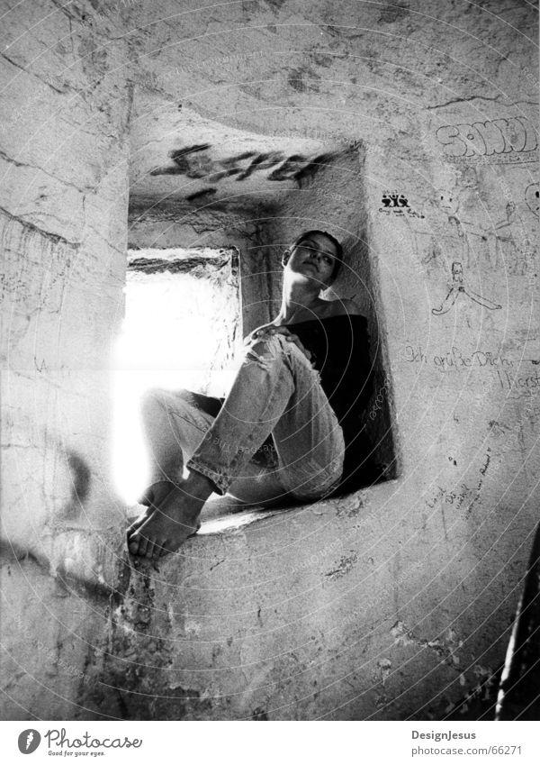 Gipsy Frau Sonne Erholung Fenster träumen Fuß Zufriedenheit Turm Romantik Gemälde Treppenhaus Barfuß verträumt Wandmalereien