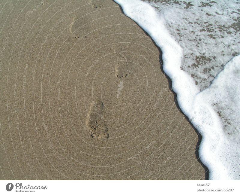 Spuren im Sand Wasser Meer Strand Ferien & Urlaub & Reisen Fuß Sand Wellen laufen Italien Spuren