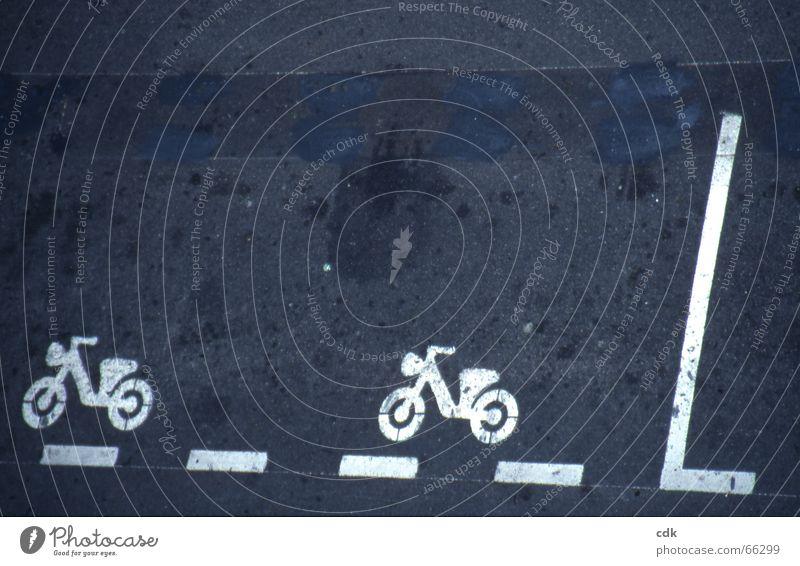 richtungsweisend Straße Wege & Pfade Fahrrad lustig Schilder & Markierungen Verkehr Motorrad lesen Bodenbelag Grafik u. Illustration Hinweisschild Gemälde Richtung Bürgersteig Kleinmotorrad graphisch