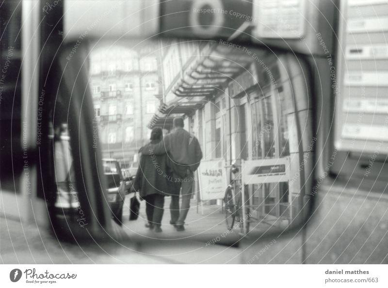 spiegelbild Mensch Liebe PKW Spiegel Schwarzweißfoto