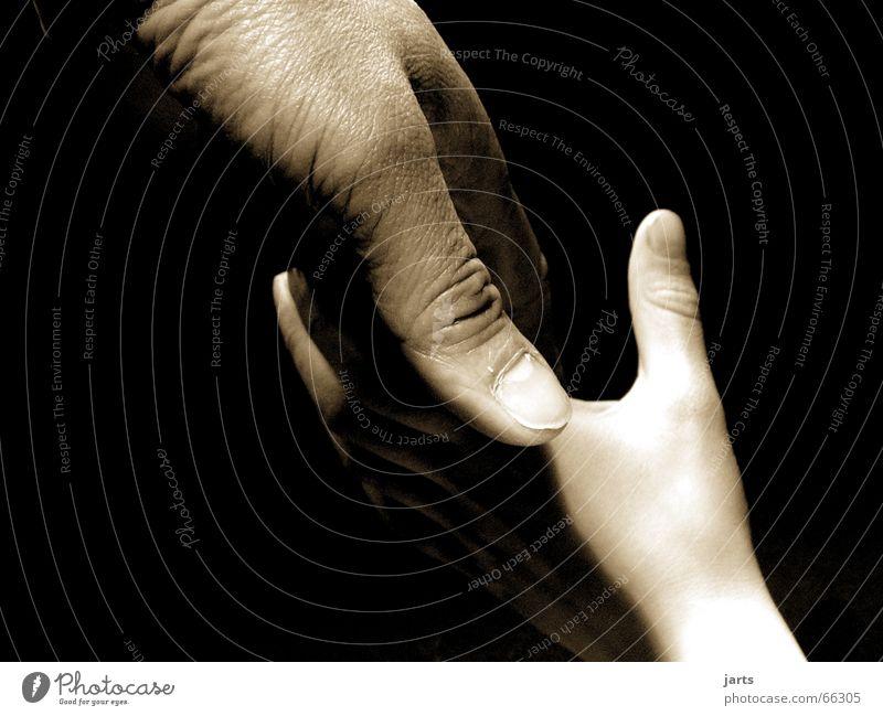 Generationen Mensch Kind Hand ruhig Gefühle Familie & Verwandtschaft Freundschaft Zufriedenheit Zusammensein Kraft Erwachsene Hilfsbereitschaft Sicherheit