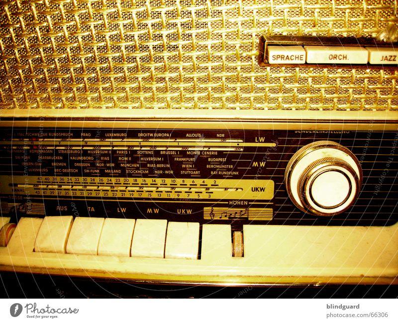 Turn Your Radio On Musik Technik & Technologie Kommunizieren Information Länder Schnur hören Langeweile Entertainment Oldtimer Skala Rock `n` Roll Radiogerät