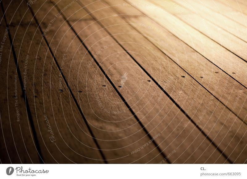 holzweg Häusliches Leben Wohnung Raum braun Holzbrett Holzfußboden Boden bodennah Linie Bodenbelag Parkett Farbfoto Gedeckte Farben Strukturen & Formen