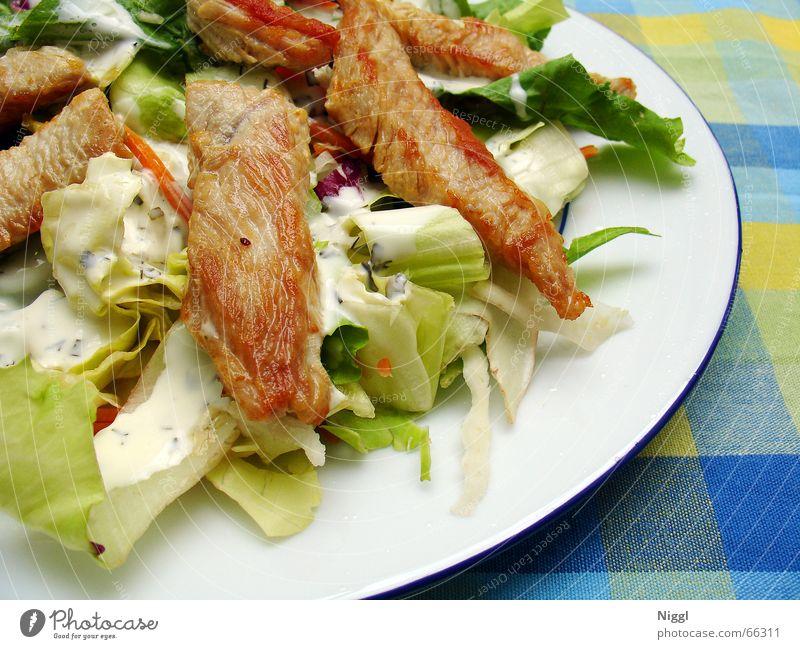 Salat Ernährung Hähnchen Pute gebraten Dressing kariert Teller Lebensmittel putenstreifen niggl Tischwäsche
