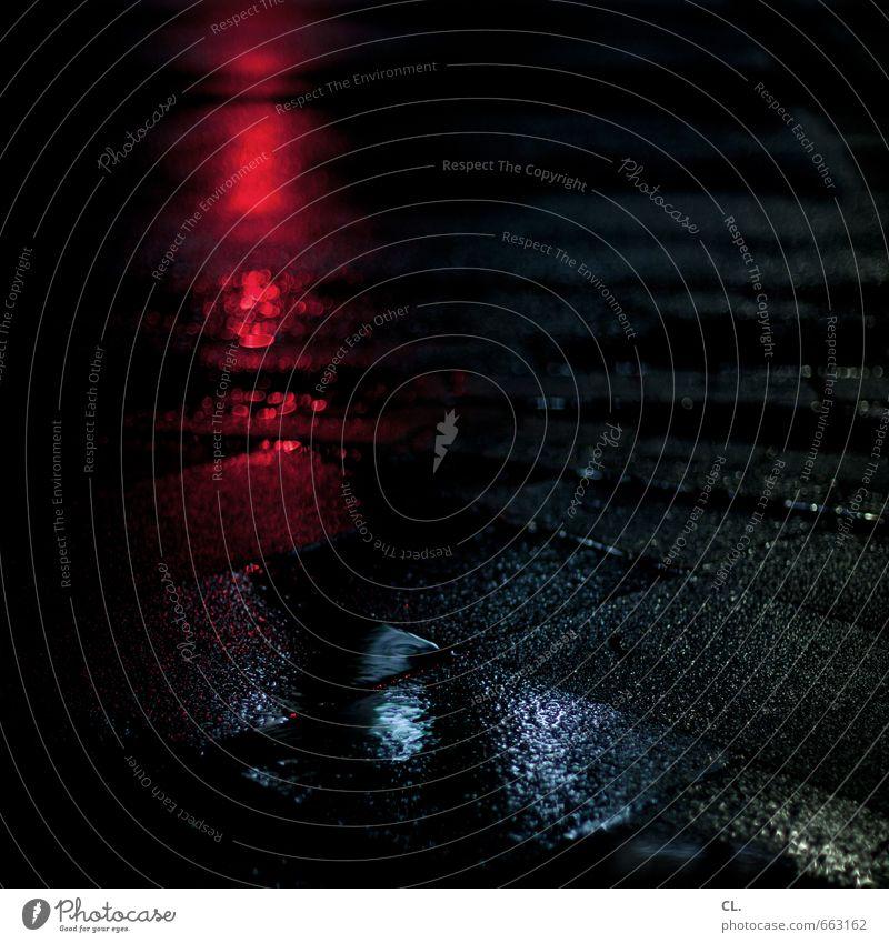 durch die nacht schlechtes Wetter Regen Verkehr Verkehrswege Straßenverkehr Wege & Pfade dunkel nass blau rot schwarz Sehnsucht Fernweh Nachtleben Nachtaufnahme