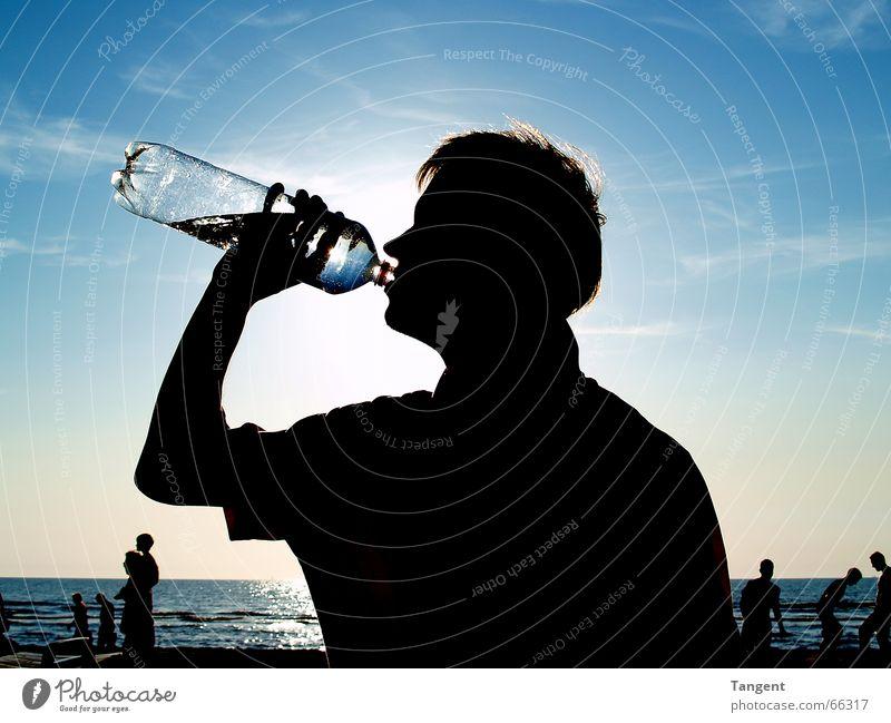 Durst Getränk trinken Erfrischungsgetränk Trinkwasser Flasche Gesundheit Ferien & Urlaub & Reisen Sommerurlaub Strand Meer Mensch maskulin Junger Mann
