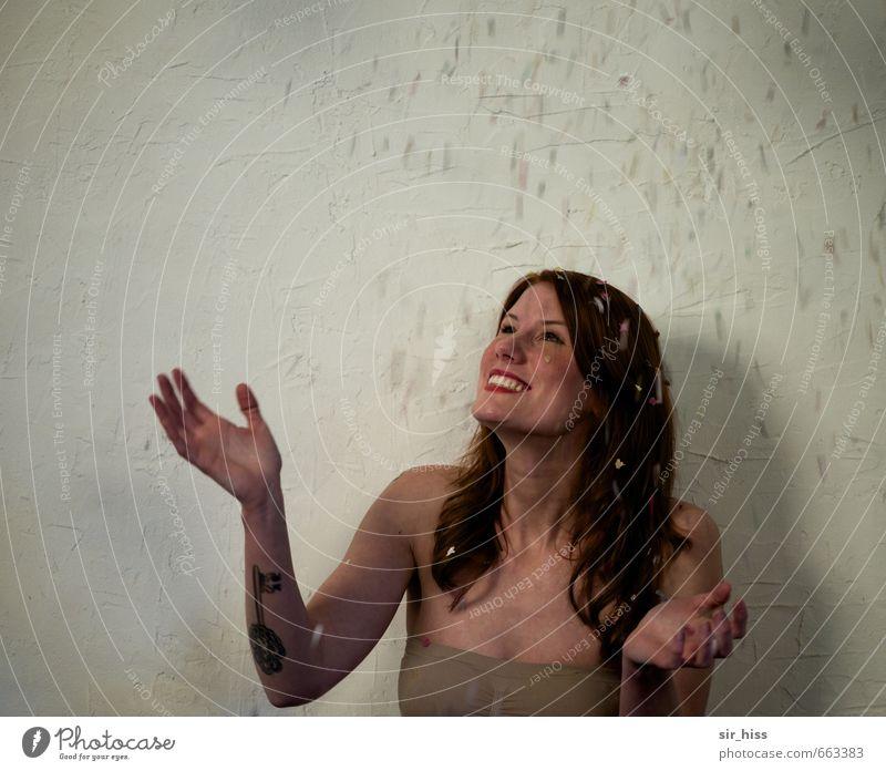 kost.bar | Glück Jugendliche weiß Junge Frau 18-30 Jahre gelb Erwachsene Wärme Bewegung feminin grau lachen braun Kopf träumen authentisch