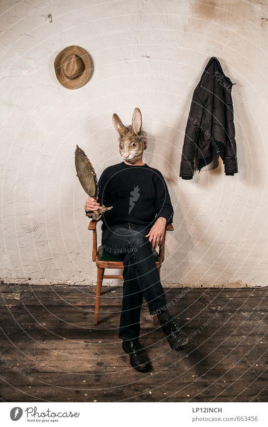 STUDIO TOUR | schönster Hase in town. III Mensch maskulin Mann Erwachsene 1 Mauer Wand Wildtier Hase & Kaninchen Tier Spiegel träumen außergewöhnlich dunkel