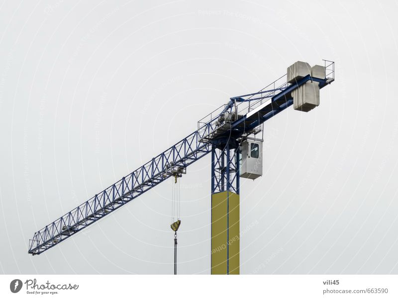 Schwenkkran im Einsatz Sofia Bulgarien Europa Kleinstadt Rathaus Gebäude Sehenswürdigkeit bauen hoch neu Stadt gelb grau schwarz Vorsicht gefährlich bedrohlich