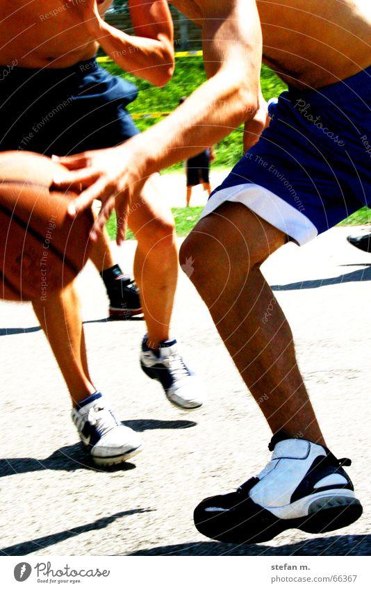 2 fast 4 u Spielen Ballsport Geschwindigkeit beweglich Schuhe streetball Basketball Sport Bewegung move Dynamik