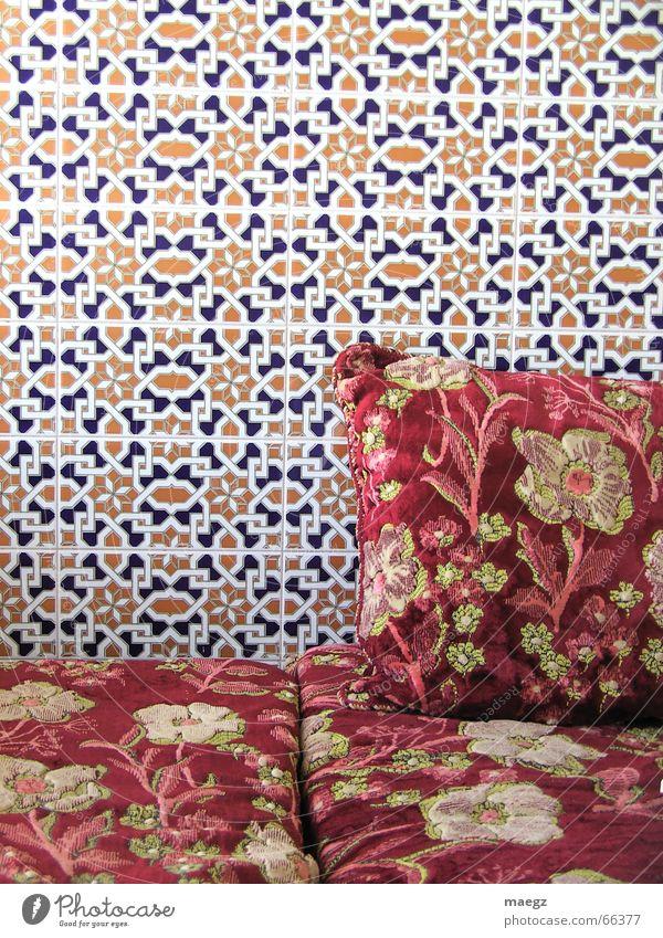 Ride to Agadir Wand Muster Naher und Mittlerer Osten Sofa rot Blume Kissen gemütlich Erholung Ferien & Urlaub & Reisen Innenaufnahme Marokko Fliesen u. Kacheln