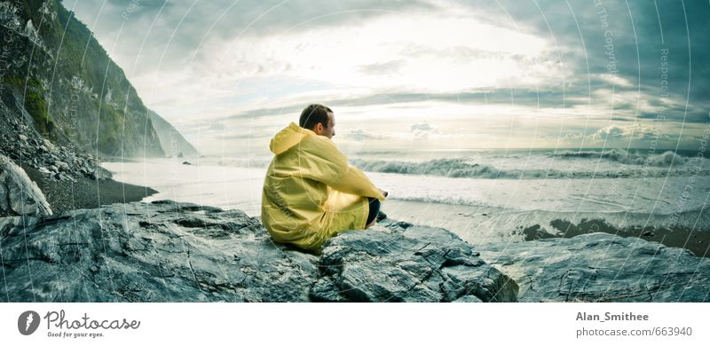 Der Mann und das Meer Mensch Natur Jugendliche Ferien & Urlaub & Reisen Landschaft 18-30 Jahre Ferne Strand Junger Mann Erwachsene Küste Freiheit Felsen