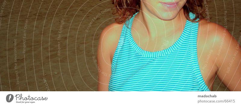 BLENDEND Frau Mensch Natur Jugendliche Strand Ferien & Urlaub & Reisen Meer Farbe Mund frei Streifen türkis Top gestreift Portugal Unbeschwertheit