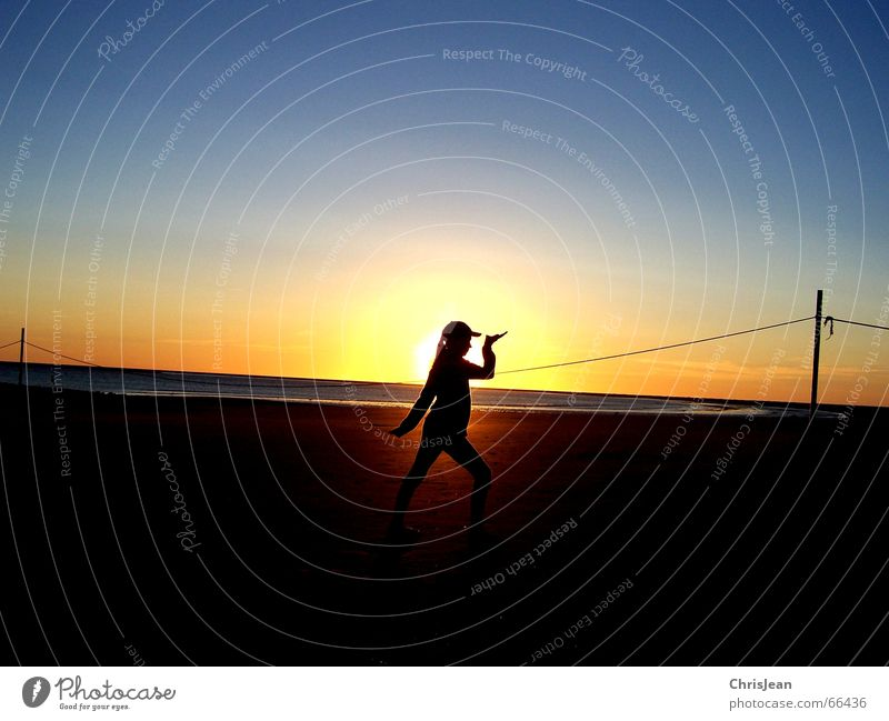 Egypt girl Borkum Strand Meer Stab Baseballmütze Sonnenuntergang ruhig Erholung Wellness Vergangenheit egypt girl sea Sand Wasser sun Insel Seil