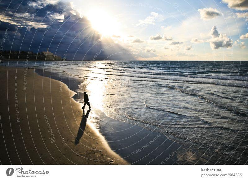 Orthodox . Mensch blau Meer Wolken ruhig Ferne gehen maskulin Wellen gold Ausflug Abenteuer Mittelmeer Israel Israelis Wasser
