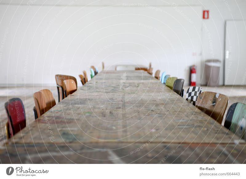 Die Ruhe vor dem Brainstorm Erholung ruhig Ferne Holz Feste & Feiern Kunst Schule Zusammensein Freizeit & Hobby Büro Zufriedenheit sitzen Design groß Tisch