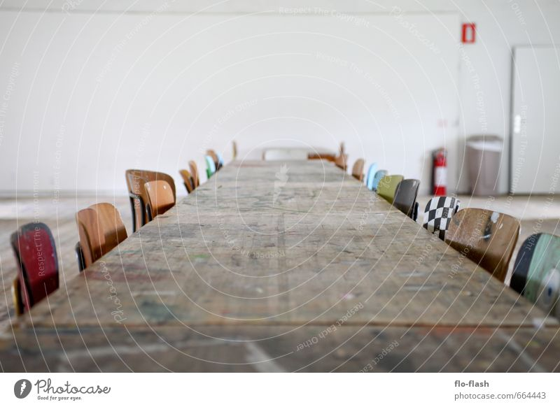 Die Ruhe vor dem Brainstorm Erholung ruhig Ferne Holz Feste & Feiern Kunst Schule Zusammensein Freizeit & Hobby Büro Zufriedenheit sitzen Design groß Tisch lernen