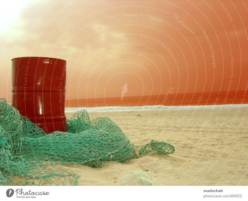 DER WOLF IM SCHAFSPELZ | Umweltverschmutzung Ölfass Himmel Sonne Sommer Strand Wolken Ferne Sand Macht Netz Natur Erdöl Desaster Fischereiwirtschaft Benzin