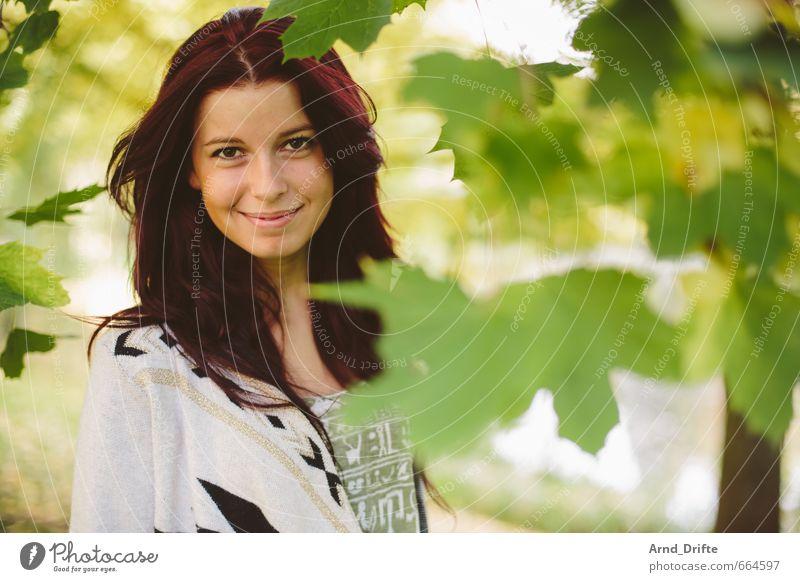 Herbstportrait I schön Gesundheit Leben Mensch maskulin Junge Frau Jugendliche Erwachsene 1 18-30 Jahre Park rothaarig ästhetisch frisch natürlich feminin grün