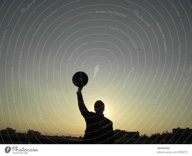 Freedom for Vinyls. Mensch Himmel Mann Sonne Hand Einsamkeit ruhig Haus dunkel Stil grau hell Arbeit & Erwerbstätigkeit Horizont Feld Musik