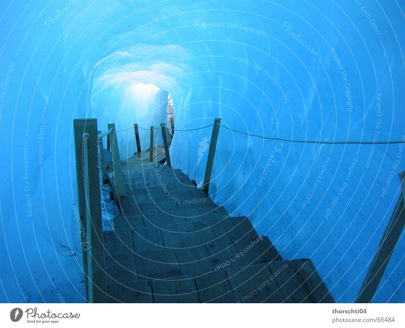 Weg ins Eis Gletscher Höhle kalt Winter Licht Wege & Pfade Paradies leer Lampe blau