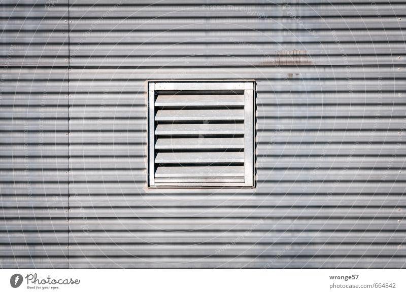 Gemüsehobel Fassade Öffnung Abluftsystem Belüftungsfenster Metall eckig grau Fassadenverkleidung Blech Gitter Abluftöffnung Zuluftöffnung Belüftungsöffnung