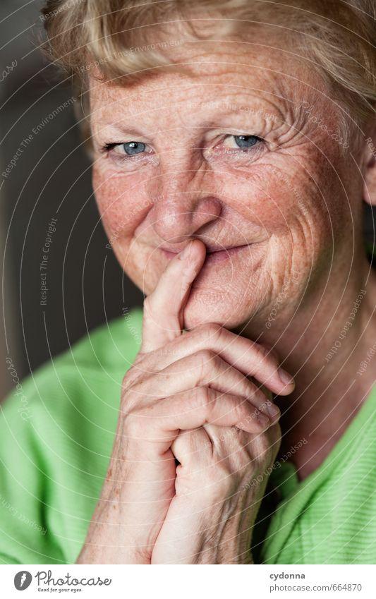 Schönes Alter Mensch Frau schön Hand Freude Gesicht Erwachsene Leben Senior lachen Glück Gesundheit Zeit Gesundheitswesen Zufriedenheit 45-60 Jahre
