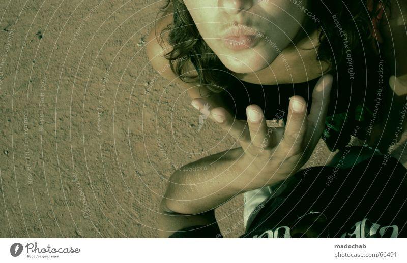 SOGWIRKUNG [TM] Frau Mann Jugendliche Hand sprechen Spielen lustig Paar Zusammensein Mund Wüste Vertrauen Küssen Gesichtsausdruck gestikulieren Tarnung