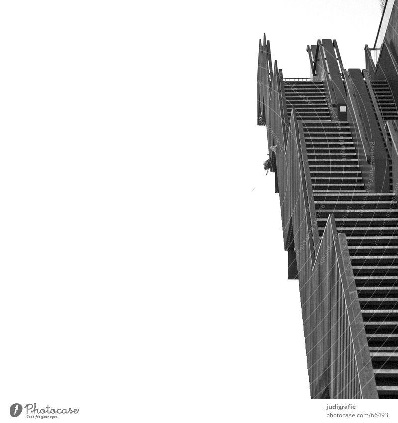 Hinauf abwärts Blick nach unten Konstruktion schwarz weiß grau Haus Gebäude Detailaufnahme Schwarzweißfoto Treppe aufwärts oben hoch Geländer Linie Aussicht