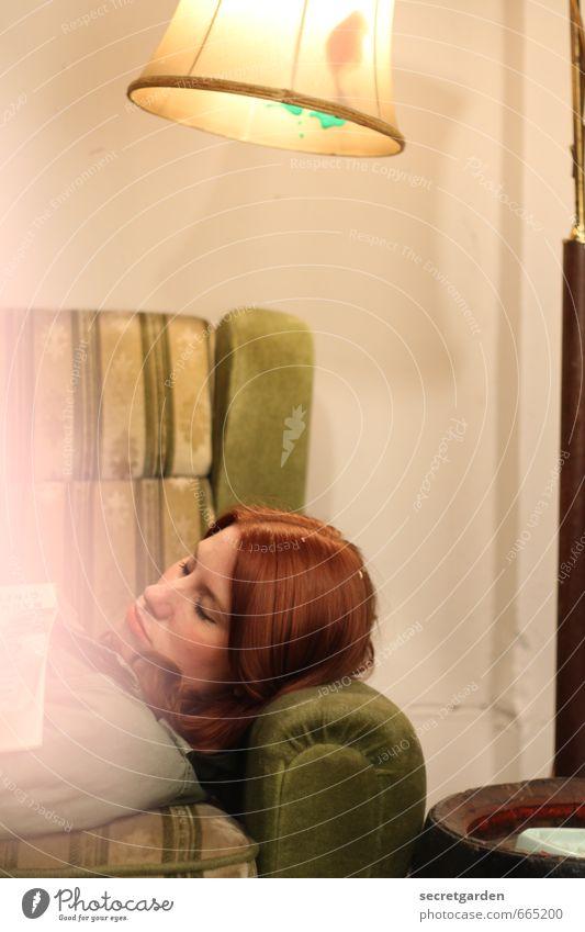 STUDIO TOUR | im traumland Häusliches Leben Wohnung Möbel Lampe Sofa Sessel Raum feminin Junge Frau Jugendliche 1 Mensch 18-30 Jahre Erwachsene Haare & Frisuren