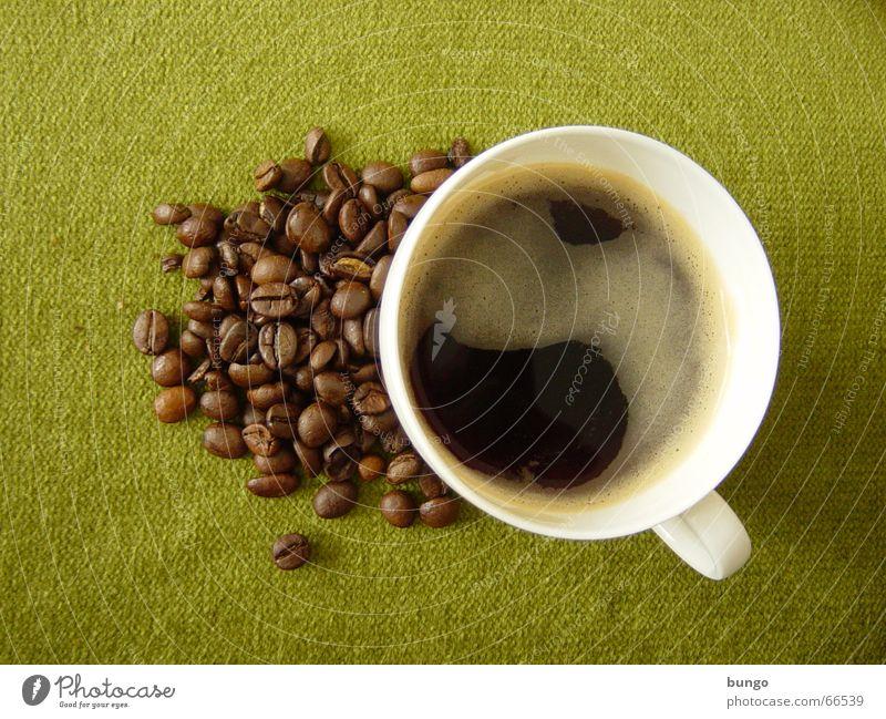 otium Farbfoto trinken Kaffee Espresso Tasse Erholung ruhig Stoff genießen braun grün schwarz Frieden Konzentration Cappuccino Kaffeetasse Bohnen Kaffeebohnen