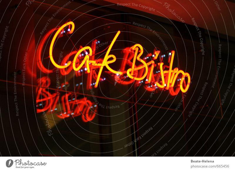 Kleine Pause Stadt schön Erholung rot schwarz hell Fassade Freizeit & Hobby Schilder & Markierungen sitzen Schriftzeichen Ernährung warten genießen Getränk
