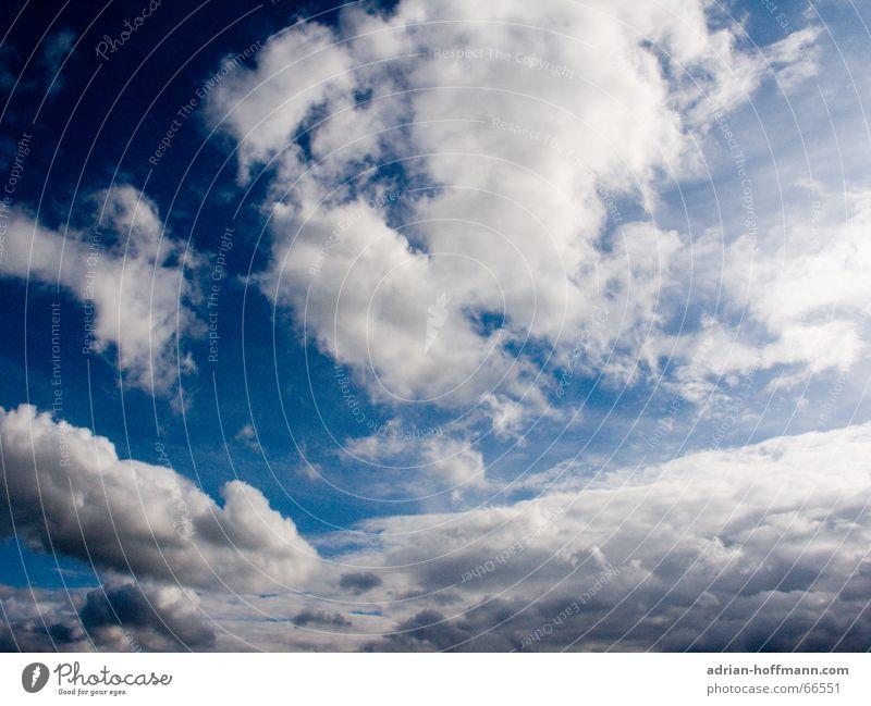 Blick aus der Hölle nach oben Wolken weiß schlechtes Wetter dunkel Himmel blau frei Freiheit fliegen Sonne Graffiti hell Lampe