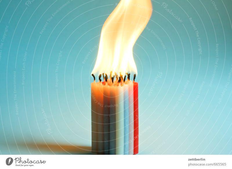 Zwanzig Kerzen Weihnachten & Advent Anti-Weihnachten Zusammensein mehrere Brand Feuer Romantik Flamme 20 brennen dramatisch Kerzenschein Wachs Kerzendocht