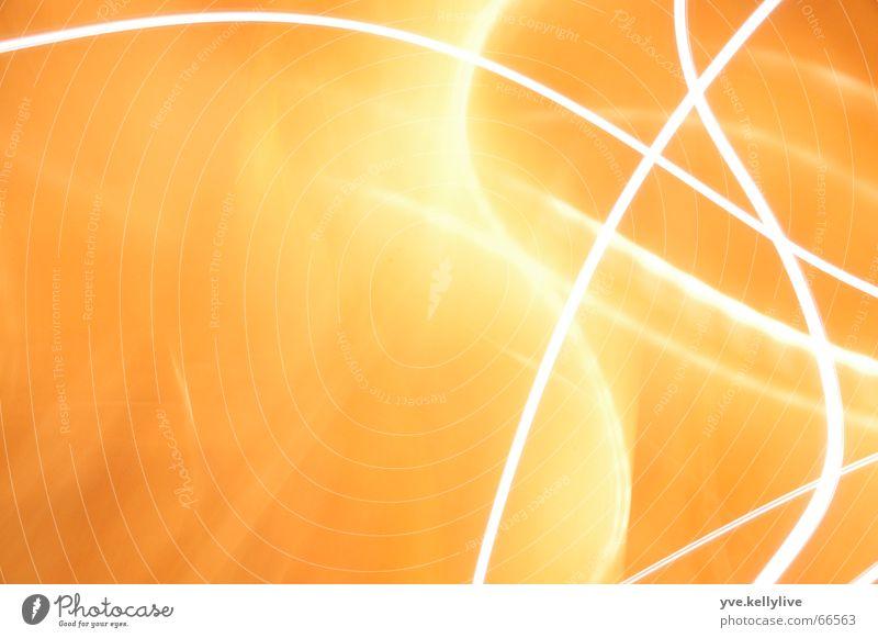 Lichtspiele 2 orange Streifen Langzeitbelichtung Lichtschein Lichtstrahl