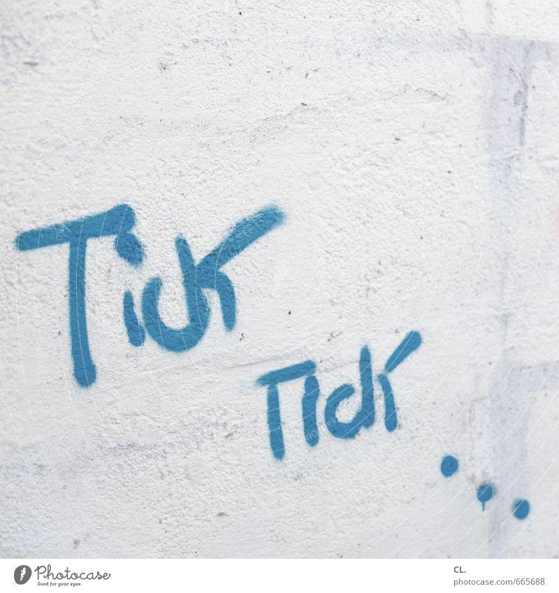 tick tick Mauer Wand Beginn Farbe Zeit Eile Zeitplanung Graffiti Farbfoto Außenaufnahme Menschenleer Textfreiraum oben Tag